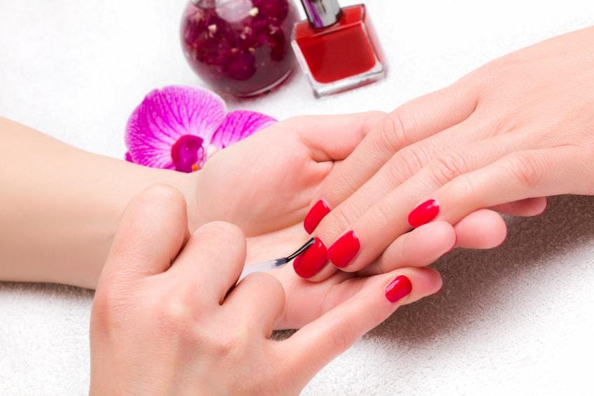 dlonie_malowanie-paznokci
